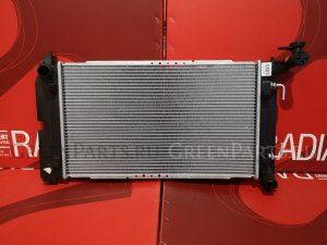 Радиатор двигателя на Toyota Avensis ZZT250 3ZZ-FE