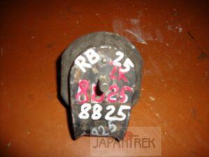 Подушка двигателя на Nissan Cedric Y33 VG30 8825
