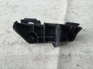 Крепление бампера на Toyota Corolla Fielder NZE141