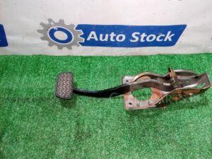 Педаль тормоза на Toyota Avensis AZT250