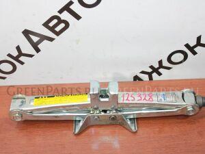 Домкрат на Toyota 125 328