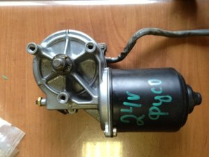 Моторчик стеклоочистителя на Mitsubishi FUSO