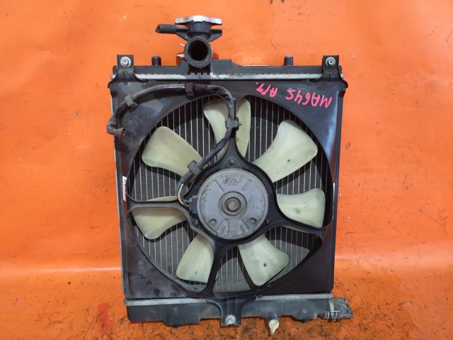 Радиатор двигателя на Suzuki Wagon R Solio MA64S K10A