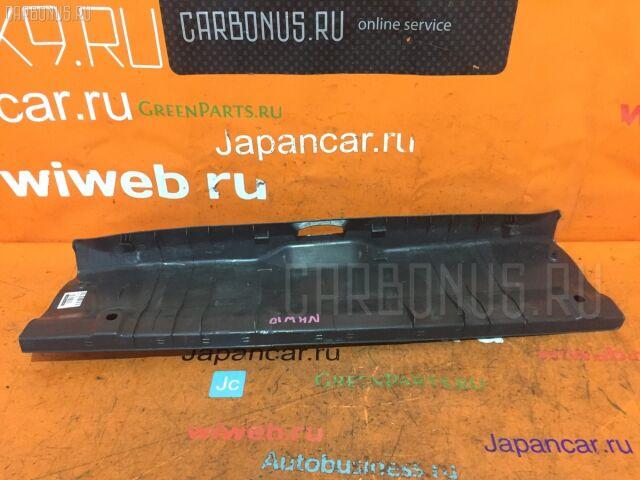 Обшивка багажника на Toyota Prius NHW10