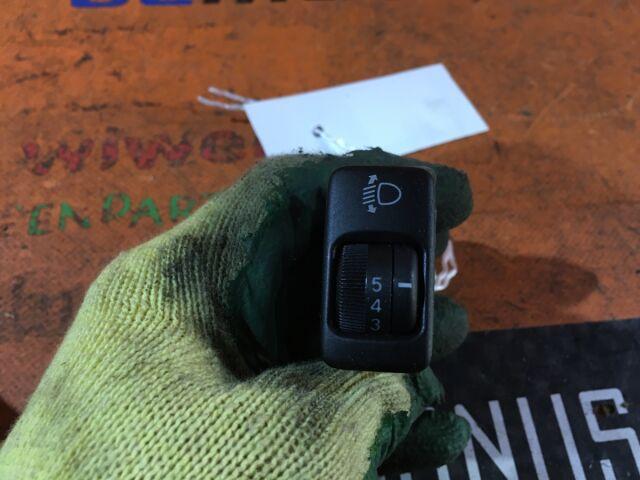 Кнопка корректора фар на Toyota Raum NCZ20, NCZ25