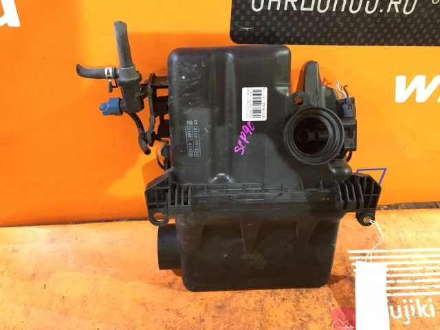 Корпус воздушного фильтра на Toyota Vitz SCP10, SCP13, SCP90 1SZ-FE, 2SZ-FE