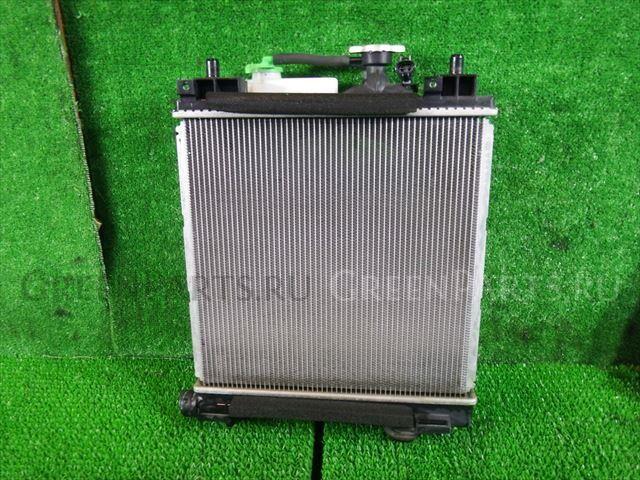 Радиатор двигателя на Suzuki Wagon R MH34S R06A-DE