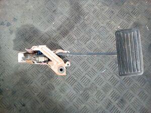 Педаль тормоза на Acura MDX (YD1) (2001-2007)