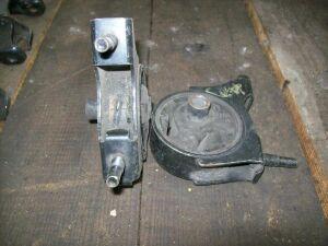 Подушка двигателя на Nissan Cube Z10 CGA3 (11321 2U601)