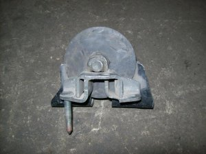 Подушка двигателя на Nissan Tino V10 QG18