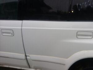 Дверь на Suzuki Escudo TD51
