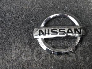 Эмблема на Nissan Skyline V36