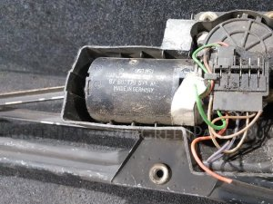 Мотор переднего стеклоочистителя на Ford Sierra
